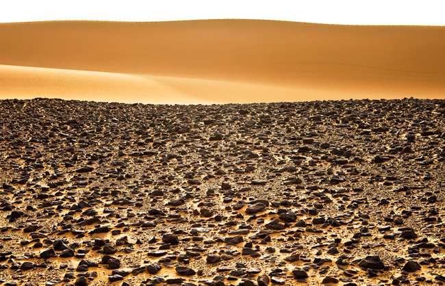 Vast expanses of sand and basalt of the Nubian desert in Sudan (Sudan - 2011)