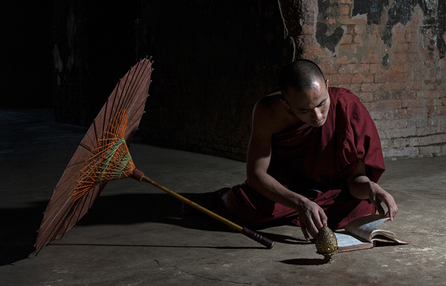 Monk studying the Buddha's teachings (Bagan - Myanmar - 2013)