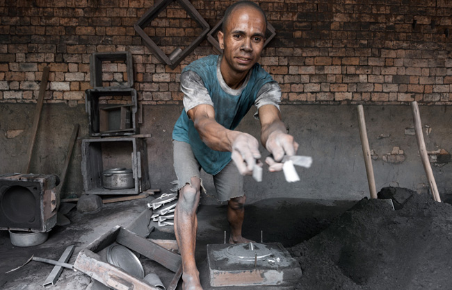 Worker in an aluminium smelter at Ambatolampy